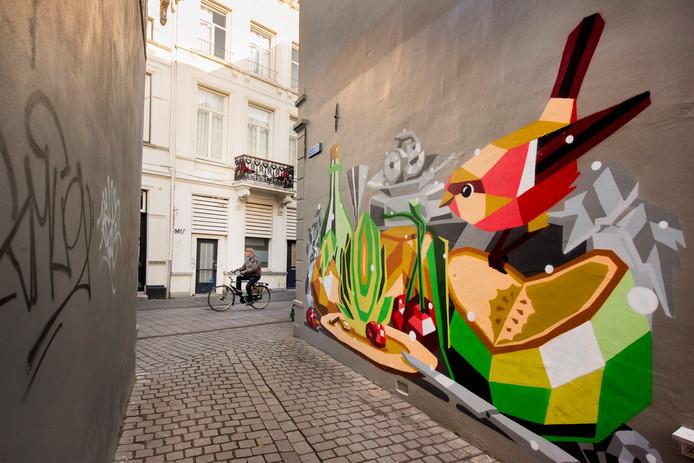 Steegje Koevoet aan de Sint Janstraat, muurschildering van de hand van Jukka Hakanen (FI). Een hedendaagse versie van het klassieke stilleven.