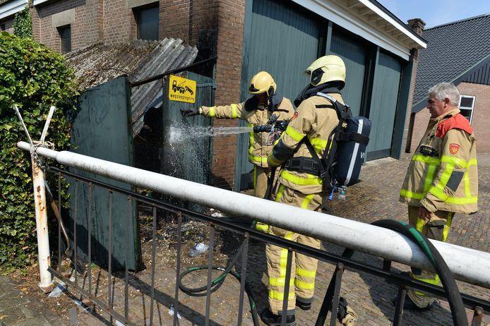 Bij de schuurbrand in Apeldoorn kwam asbest vrij.