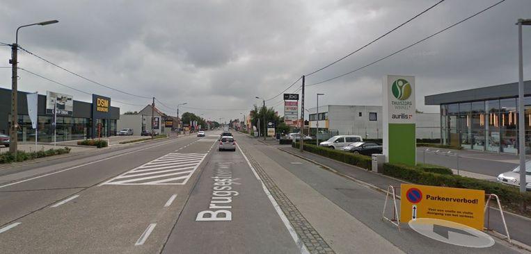 De vroegere parkeerstrook wordt omgevormd tot busbaan.