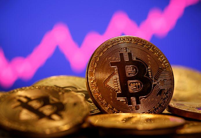 De waarde van de bitcoin is in korte tijd flink afgenomen.