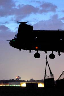 Helikopters oefenen nachtvliegen boven de Veluwe