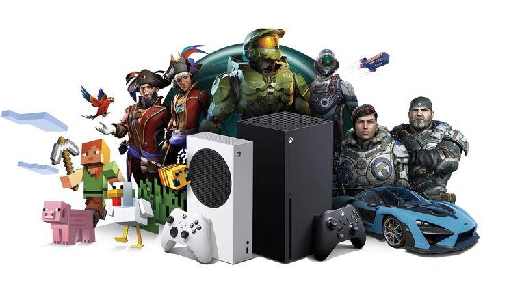 De nieuwe Xbox Series X (links) en zijn kleinere broer, de Series S, zonder disc-speler, omringd door figuren uit Xbox-games. Beeld Microsoft