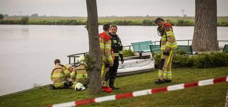 Jongen ontsnapt aan verdrinkingsdood na missen pont over Zwarte Water