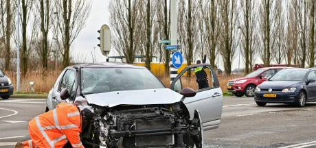 Auto en vrachtwagen gebotst in Terheijden