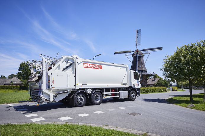 De witte vuilniswagen van Remondis: vanaf 1 april vrijwel dagelijks in Lingewaard.