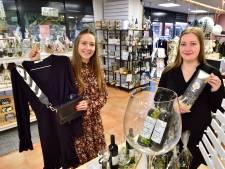 Handig! Zussen Julia (20) en Lisa (23) delen winkelpand in Nieuwkoop