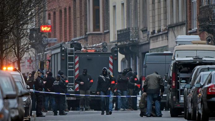 Terreuronderzoek: politieactie in de Vierwindenstraat te Molenbeek.