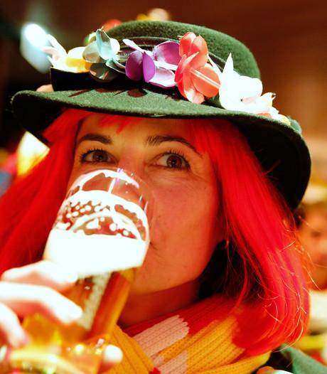 Carnavalstent Best een week langer op Raadhuisplein