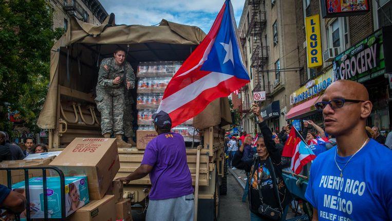 Inzamelingsactie in de Bronx voor slachtoffers van orkaan Maria in Puerto Rico en een aardbeving in Mexico. Beeld René Clement