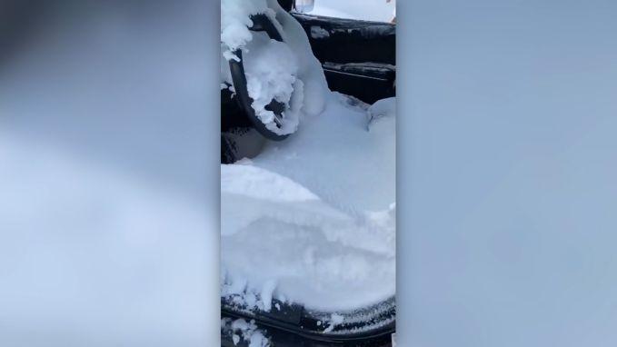 Canadese vrouw vindt haar auto terug vol sneeuw