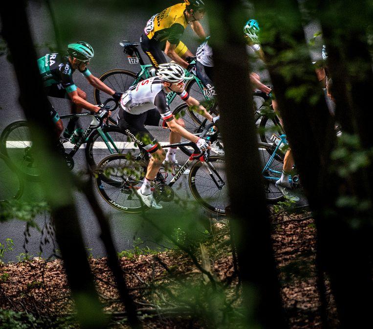 Tom Dumoulin op 4 kilometer van de finish tijdens de beklimming naar Prato Nevoso, de finishplaats van de achttiende etappe.  Beeld Klaas Jan van der Weij