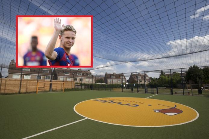 Frenkie de Jong koos zijn geboorteplaats als locatie voor een Cruyff Court, nadat hij in september vorig jaar werd verkozen tot 'Talent van het jaar' op het Nederlandse voetbalgala.