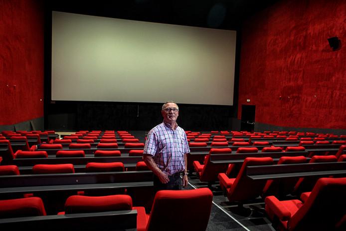 Bioscoopondernemer Carlo Lambregts in de nieuwe bioscoop in Bergen op Zoom.