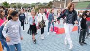 Een feestelijke start: kinderen van basisschool De Wereldbrug zetten 'magisch schooljaar' in met Jerusalema-dans