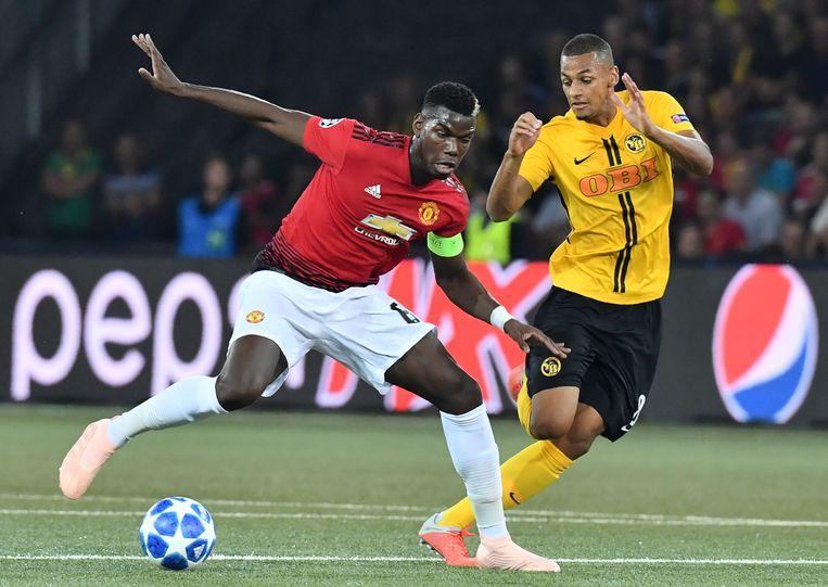 Djibril Sow in duel met Paul Pogba in de Europa League.