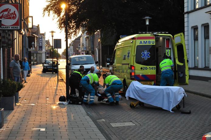 De zwaargewonde man is met spoed naar het ziekenhuis gebracht.