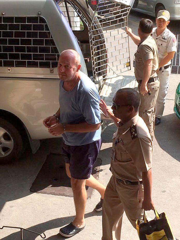 Johan van Laarhoven in zijn blauwe gevangeniskloffie in Bangkok.