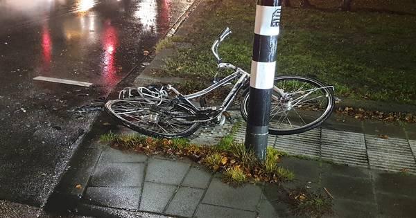 Fietser gewond na aanrijding met vrachtwagen op Hengeloos kruispunt.