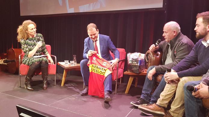 Asscher met zijn shirt van Go Ahead Eagles.