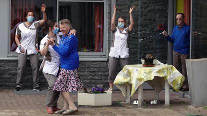 Mondmaskers, applaus en een eenzame haan: de coronacrisis in Vlaanderen in 50 unieke beelden