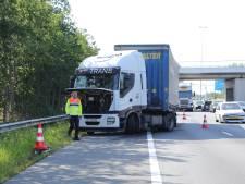 File door vrachtwagen met vastgelopen remmen op A12 bij Ede