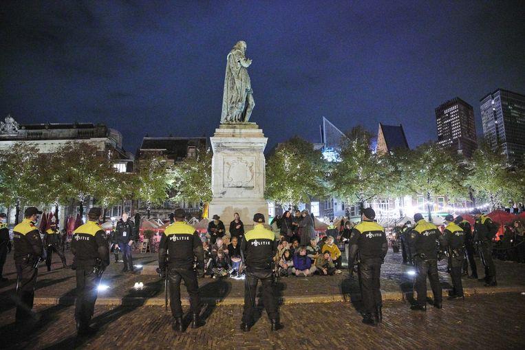 De politie hield ruim een week geleden bij een demonstratie tegen de coronamaatregelen op het Plein ongeveer tachtig mensen aan. De manifestatie was niet aangekondigd.  Beeld ANP