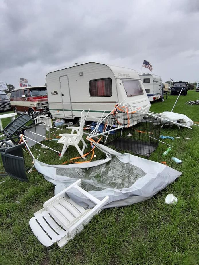 De schade door de storm was gelukkig beperkt tot drie tenten.