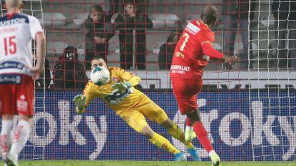 't Is weer prijs met Didier Lamkel Zé: Kameroener eist tot woede van Bölöni penalty op en mist