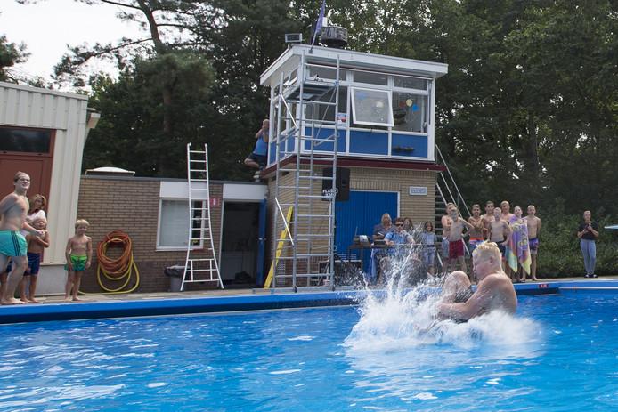 Het recreatiebad van Twenhaarsveld in Holten kan wel volgens planning op 1 mei open.