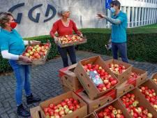 Charmeoffensief van de boeren: appeltjesregen als geste voor vitale sectoren