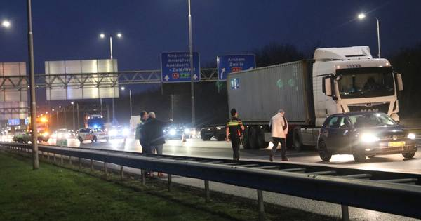 Ongeluk zorgt voor vertraging op A1 bij Apeldoorn-Zuid.