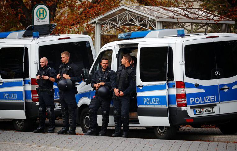 De politie is in groten getale aanwezig in Köthen.