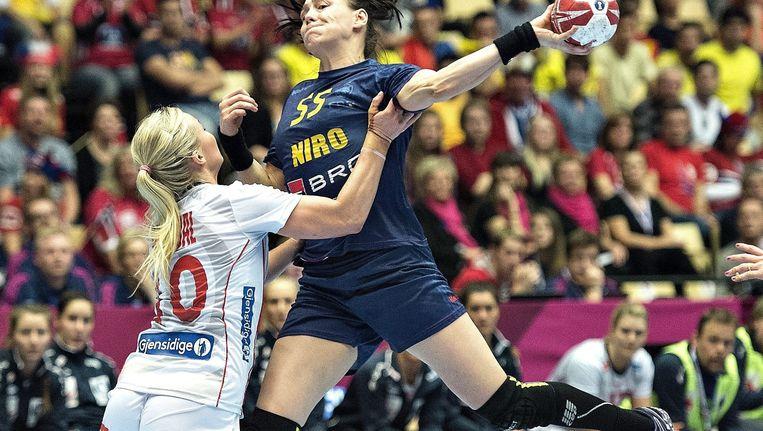 De halve finale tussen Noorwegen (in het wit) en Roemenië Beeld epa
