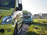 Busje knalt achterop auto in Hooge Zwaluwe