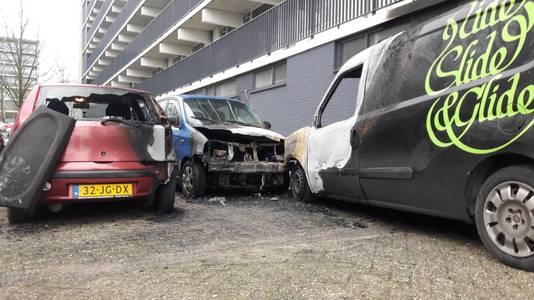 De uitgebrande auto's aan de Pomona in Wageningen.