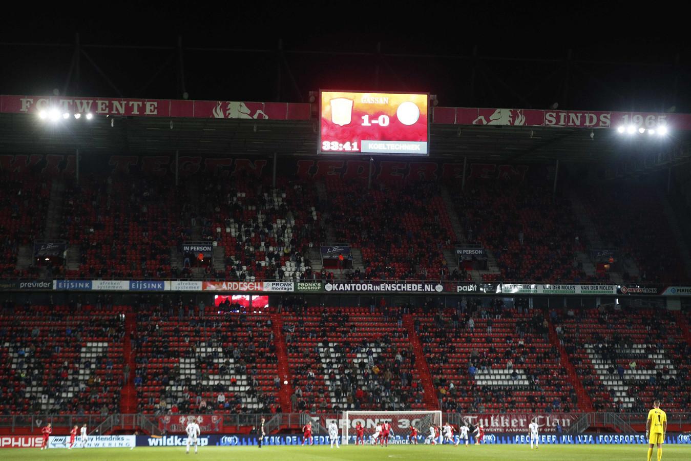 FC Twente-supporters tijdens de wedstrijd tegen FC Groningen.