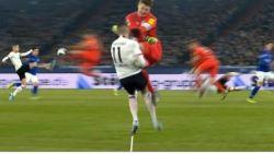 Duitse doelman pakt schandelijk rood met karatetrap waarmee ook Schumacher deed gruwelen