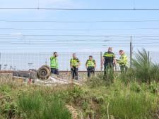 Auto belandt op zijn kop in de sloot naast A58 bij knooppunt Princeville