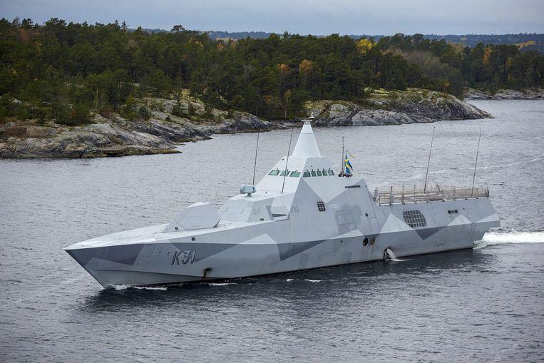 Een korvet van de Zweedse marine, de HMS Visby, neemt nabij Stockholm deel aan de zoektocht naar een buitenlandse onderzeeboot. Beeld epa