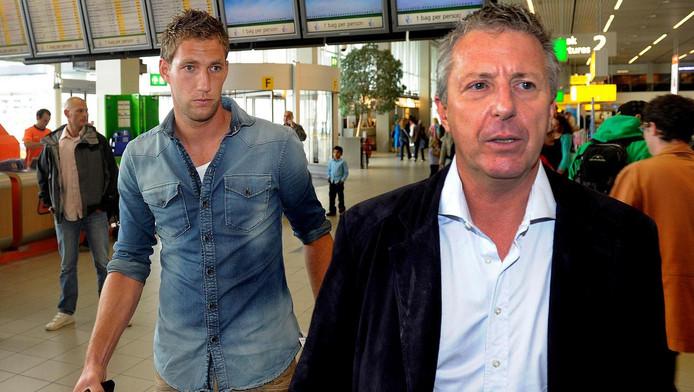 Rob Jansen, hier op archiefbeeld samen met keeper Maarten Stekelenburg om de transfer van de doelman richting AS Roma af te ronden