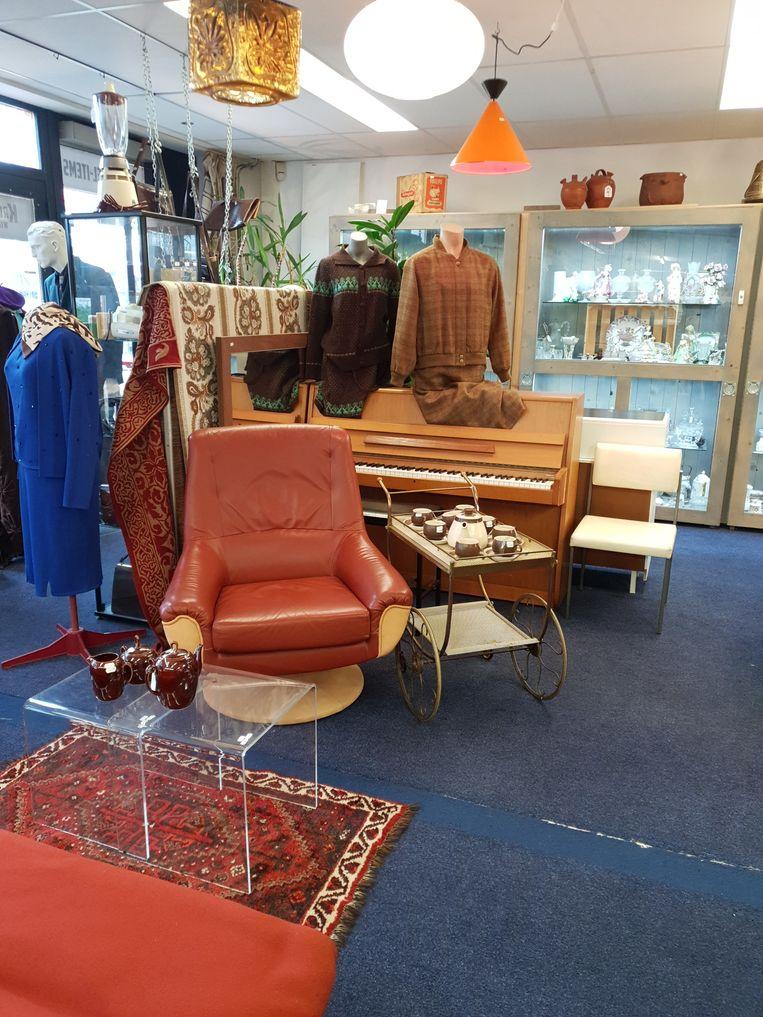 In de Kringloop Vintage Leiden zijn een hoop juweeltjes te vinden. Beeld