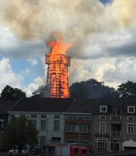 L'ancienne tour de tir à Wetteren en feu, les riverains invités à rester à l'intérieur