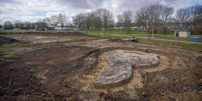Archeologen hebben op toekomstig industrieterein Bakesteinsezoom in Hendrik-Ido-Ambacht een Duitse tankstelling uit de Tweede Wereldoorlog blootgelegd.