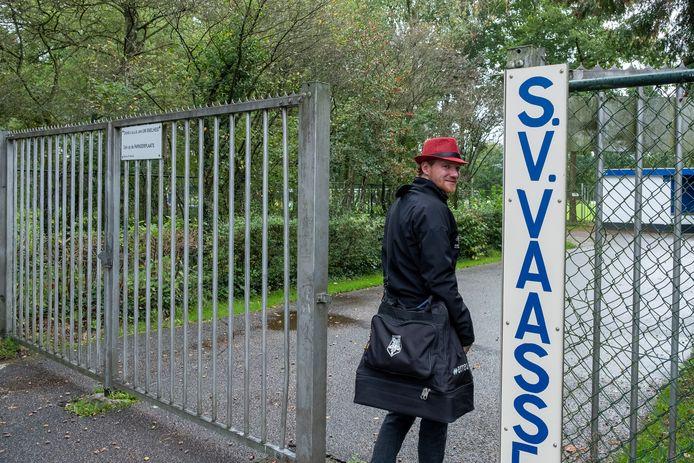 Rick Beekman, aanvoerder van KCVO, gaat op weg naar de derby tegen SV Vaassen.