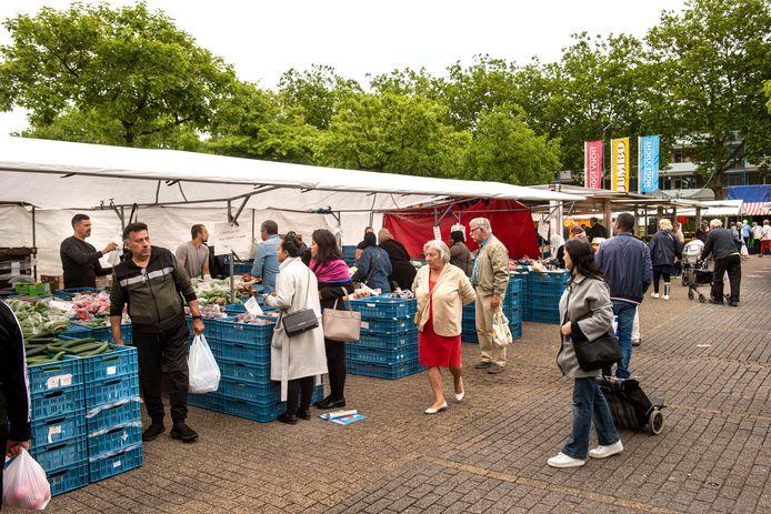 De weekmarkt in de Hoge Vucht in Breda.