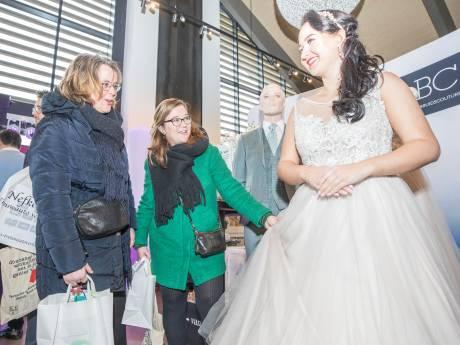 Trouwbeurs bij Oesterdam: 'Jurken met glitters zijn het helemaal'