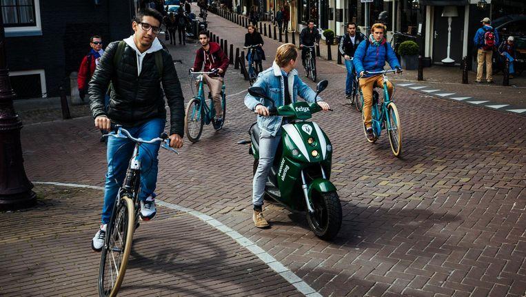 Quinten Selhorst, samen met Maarten Poot oprichter van Felyx, start binnenkort een deelsysteem met om te beginnen honderd scooters Beeld Marc Driessen
