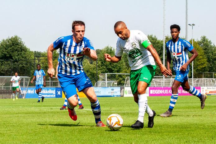 Bart Biemans (FC Eindhoven) in duel met Nabil El Zhar (Al-Ahli)