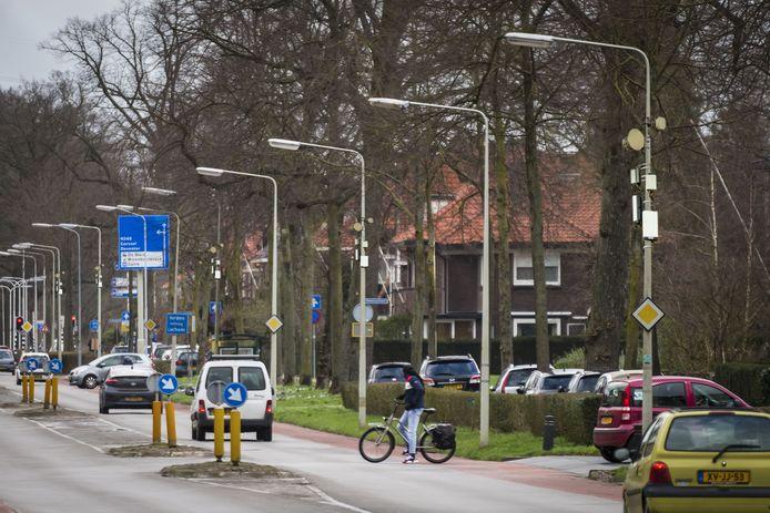 Antennes aan alle lantaarnpalen. Is dit het toekomstbeeld van de Deventerweg in Zutphen?