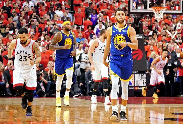 Les Warriors ont arraché un sixième match en finale contre les Raptors, grâce à des trois points décisifs de Steph Curry.